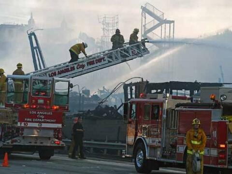 Un incendio de proporciones inició la jornada para los cuerpos  d...