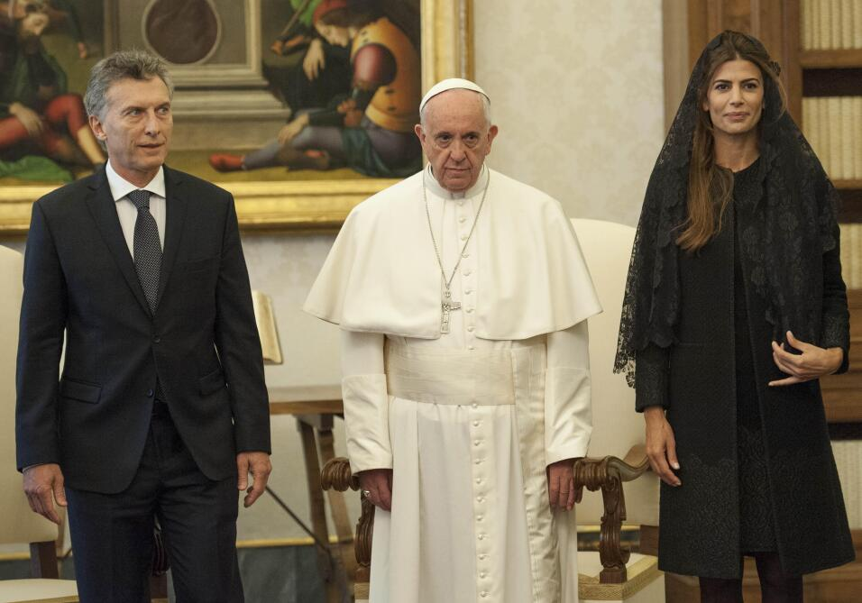 Pope Francis (C) stands with the President of Argentina Mauricio Macri a...
