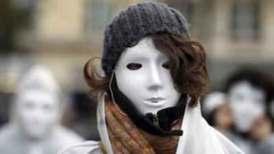 La violencia doméstica es condenada en todo el mundo. Una mujer durante...