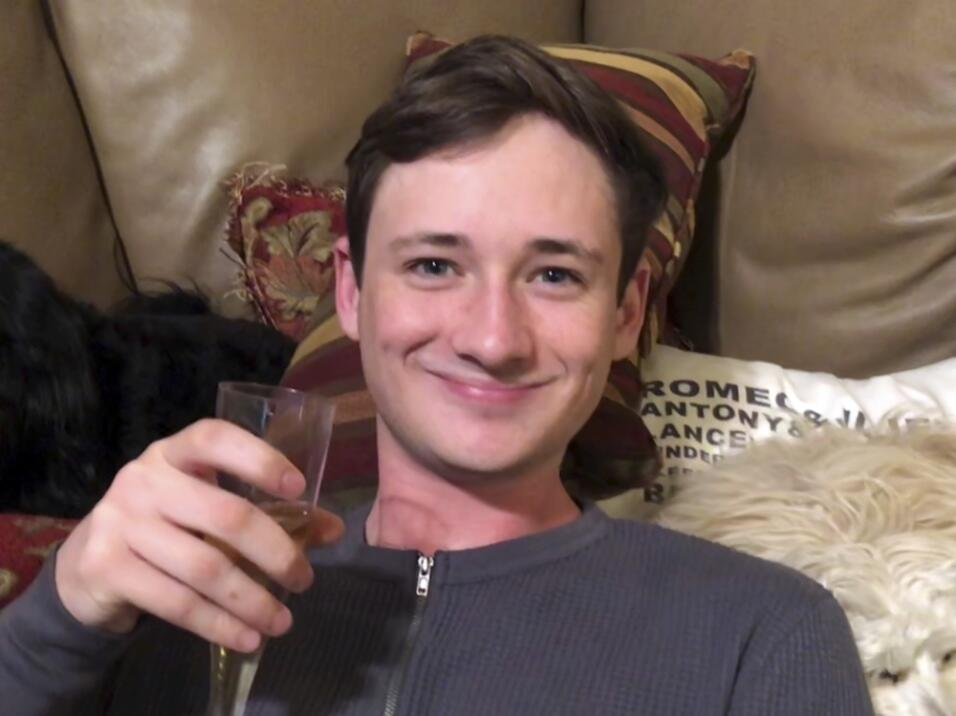 El joven se encontraba de visita en la casa de sus padres en Lake Forest...