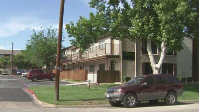 Vecinos de un complejo de viviendas en Texas denuncian que llevan varias semanas sin aire acondicionado