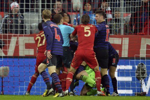 El gol ya era un hecho, pero el portero Manuel Neuer se puso encima del...