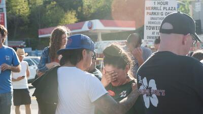 Una joven muerta y el sospechoso arrestado tras situación de rehenes en un Trader Joe's de Los Ángeles