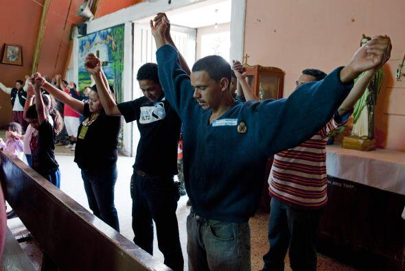 México es paso obligado para ellos, que desde que salen de su casa enfre...