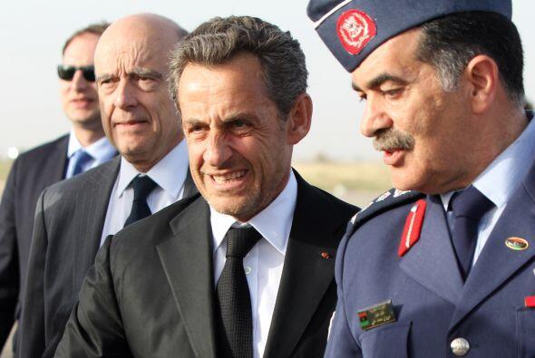 """El ex presidente francés Nicolas Sarkozy fue inculpado por """"abuso de deb..."""