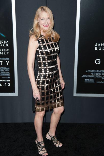 Patricia Clarkson optó por un vestidoa cuadros con la que lucia tan guap...
