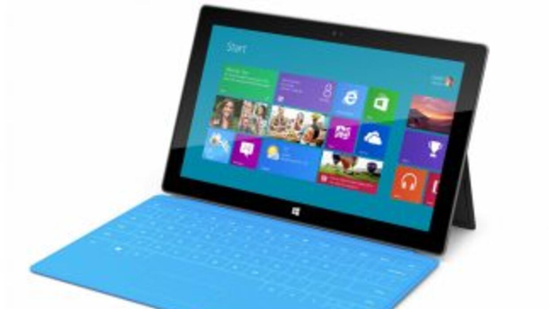 La funda del 'Surface' incluye un teclado táctil y un trackpad para inte...