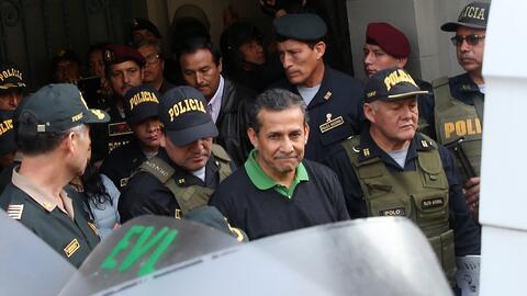 El expresidente de Perú Ollanta Humala es conducido desde este vi...