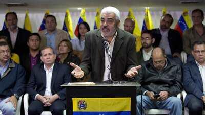 Ángel Oropeza anunció la decisión de la opositora Mesa de la Unidad Demo...