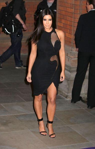 Las transparencias y los vestidos ceñidos van bien con Kim cuando no tie...