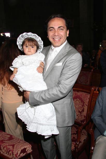 Cristian Castro bautizó a su hermosa hijita, Rafaella.