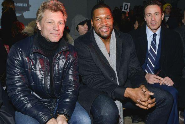 Jon Bon Jovi estuvo muy bien acompañado en la primera fila de Kenneth Cole.