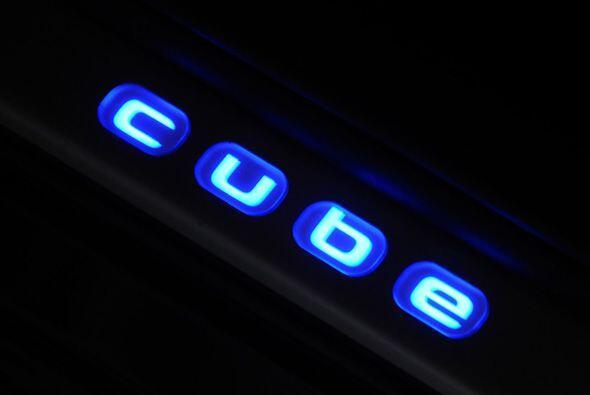 Se puede agregar un equipamiento de iluminación para el interior que aum...
