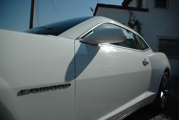 El Camaro actual refleja el legado de la primera generación, producida e...