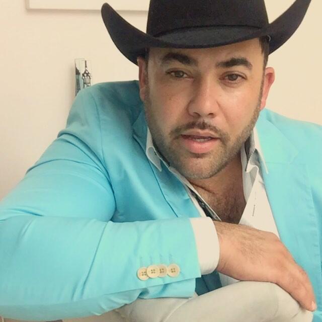 Rogelio Martínez pone en alto el género del regional mexicano con sus so...