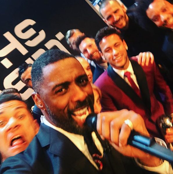 Idris Elba fue el presentador en la gala de los Premios The BEST de la F...