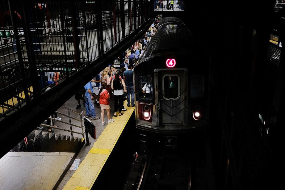 Fuego en una estación interrumpe servicio en el subway de Nueva York Get...