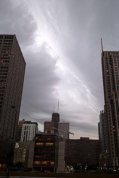 Una vigilancia por clima severo permanece en efecto hasta las 6pm. El ce...