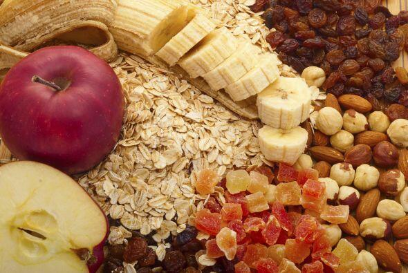 También puedes poner en la lonchera de tus niños frutas enteras, granos...