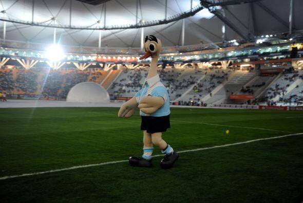 La mascota de la Copa América, animó la fiesta antes del duelo inaugural.