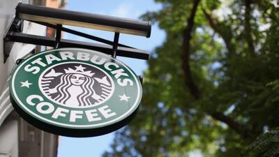 Con el fin de ampliar su proyección internacional Starbucks decidió abri...