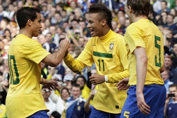 Brasil le ganó dos a cero a Escocia en otro partido amistoso, la celebra...