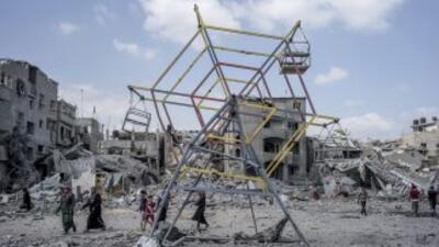 Muchos palestinos aprovecharon el breve respiro para volver a sus barrio...
