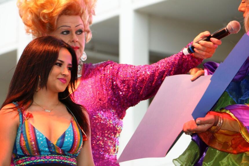 Las cantantes se presentaron en el desfile del orgullo gay de Los Ángeles.