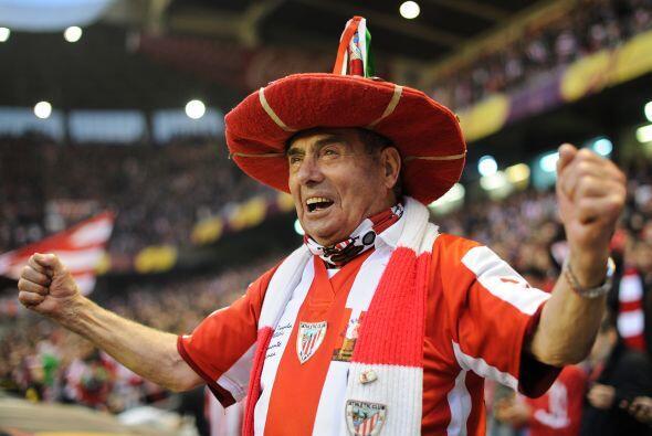 La afición en el estadio San Mamés no paraba de gozar el p...
