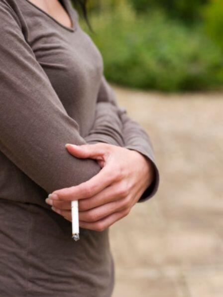 4.- Fumar está asociado con un incremento diez veces mayor de muertes po...