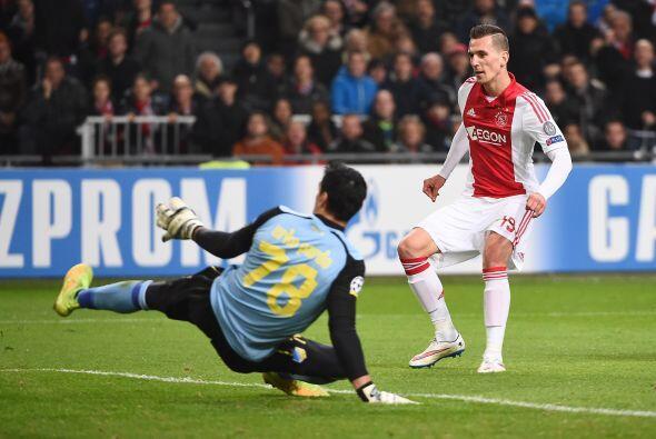 Con dos goles de Lasse Schone, otro de Davy Klaasen y uno más de Arkadiu...