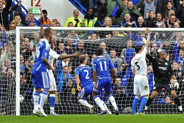Branislav Ivanovic abrió la cuenta para Chelsea con un remate perfecto.