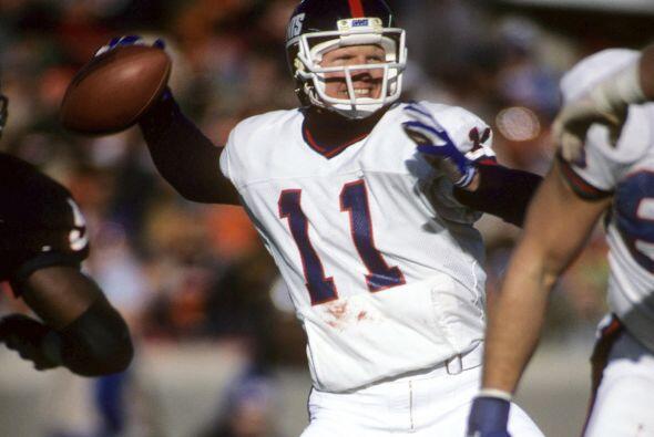 9. Phil Simms - 513 yardas: New York Giants vs. Cincinnati Bengals, 13 d...