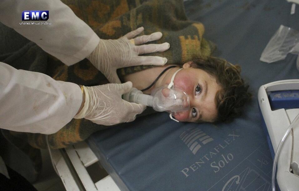 """Las dramáticas imágenes del """"ataque químico"""" en Siria"""