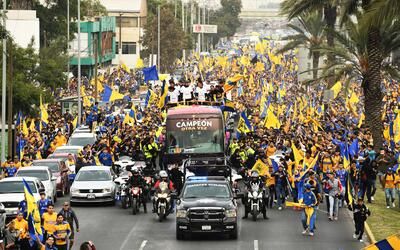 Tigres desfiló por las calles de Monterrey como campeón de...