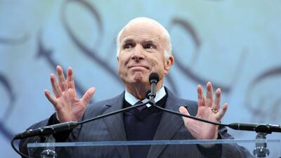 El senador republicano John McCain recibió la Medalla de la Libertad del...