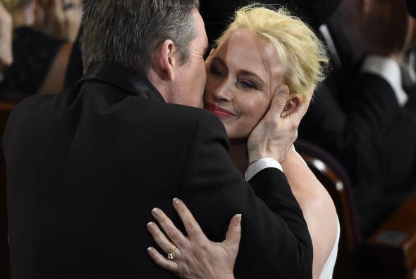 A Patricia Arquette le plantaron un buen beso.