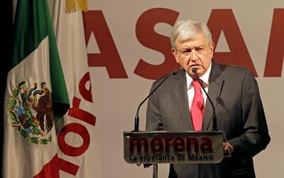El candidato presidencial Andrés Manuel López Obrador en u...