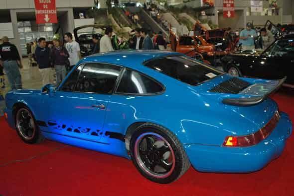 Para gustos más conservadores, este Porsche Carrera cuyo diseño original...