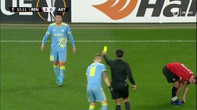 Tarjeta amarilla. El árbitro amonesta a Abzal Beysebekov de FC Astana