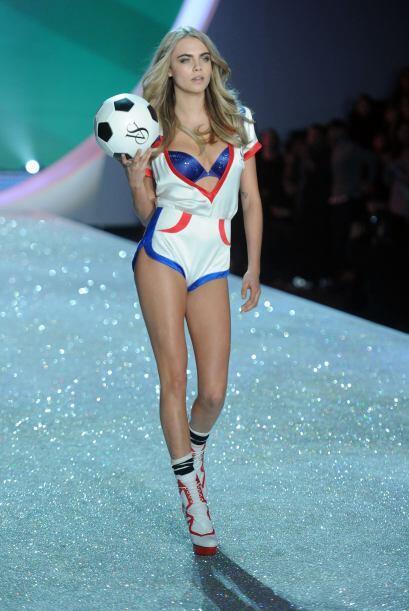 Este modelito es realmente 'hot'. Pueden darse cuenta que sólo deja a la...