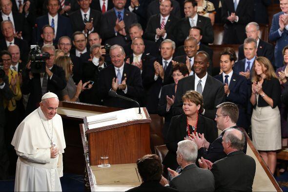 Miembros del Congreso aplaudieron así al papa Francisco.