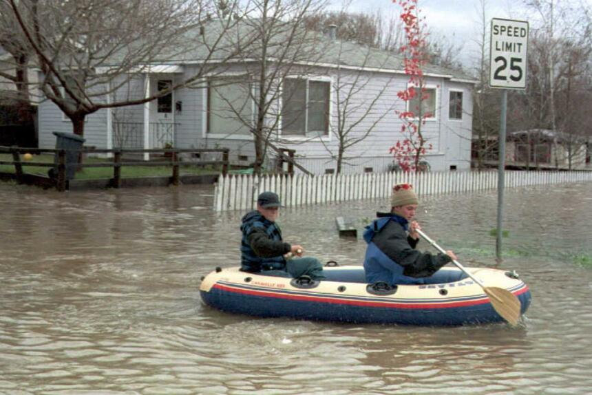 Las inundaciones de enero de 1995 obligaron a evacuar numerosas vivienda...