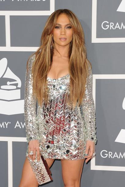 1: ¡Se lleva las palmas! En la entrega del Grammy del año pasado JLo se...