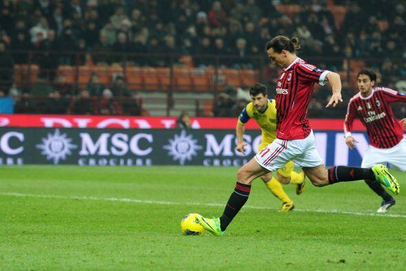 El sueco realizó dos goles con su equipo, el Milan, al Chievo Verona.