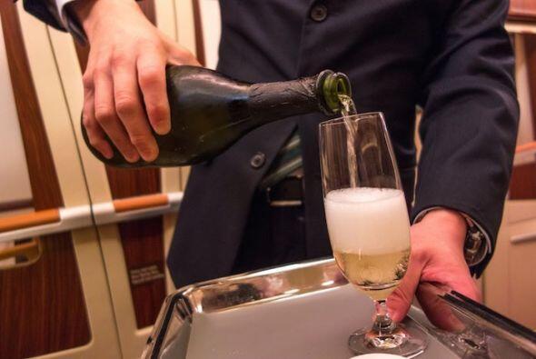 Cuando ya estés cómodo, llega la champaña.  Y es nada mas y nada menos q...