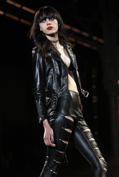 Saint Laurent presentó su colección llena de prendas de cuero.