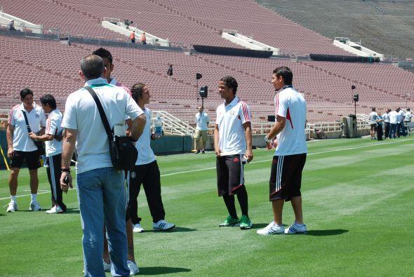 Vaya amistad que tienen Andrés Guardado, Giovani Dos Santos y Héctor Mor...