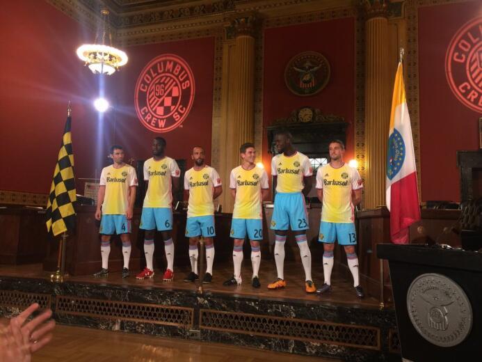 El conjunto alternativo completo de Columbus Crew.