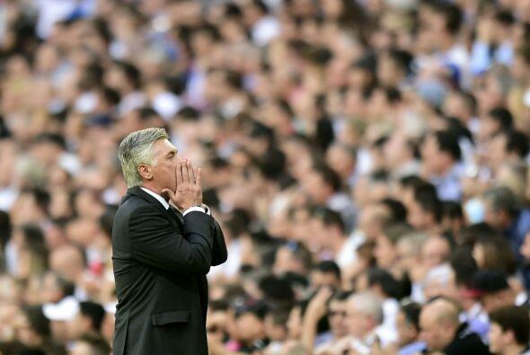El partido ganaba en intensidad y emoción. Ancelotti manda instrucciones.